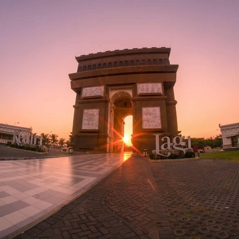 Bukan di Eropa, 10 Destinasi Wisata Ini Ternyata Ada di Indonesia