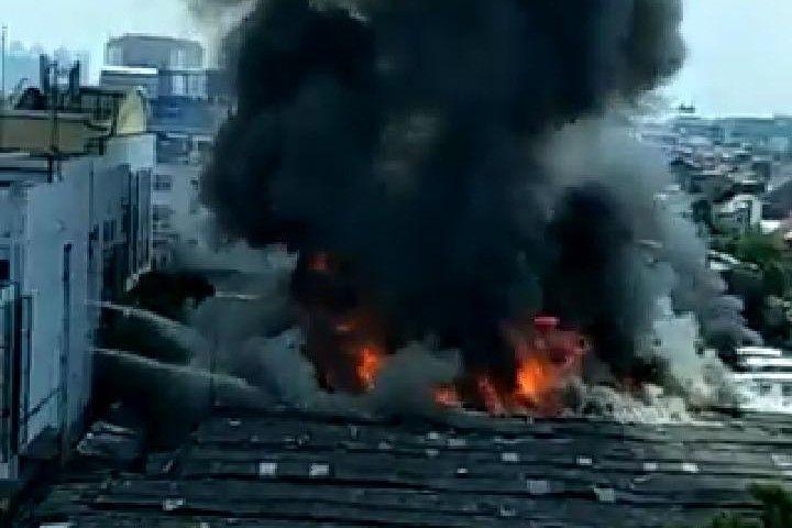 Pasar Cempaka Putih Kebakaran, 20 Unit Damkar Dikerahkan