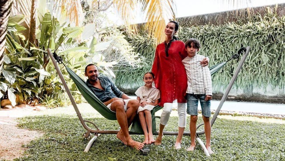 Beruntung Banget, 5 Artis Indonesia Ini Nikah Sama Model Bule