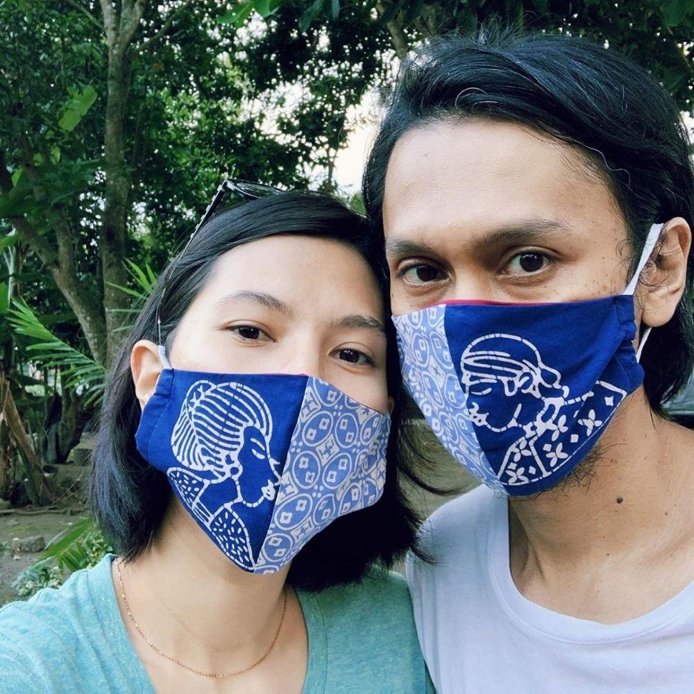 Jarang Tersorot, Potret Mesra Eross dan Istri di 11 Tahun Pernikahan