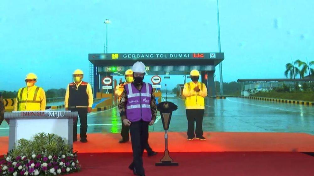 Diresmikan Jokowi, Tol Pekanbaru-Dumai Punya 4 Terowongan Gajah Loh!
