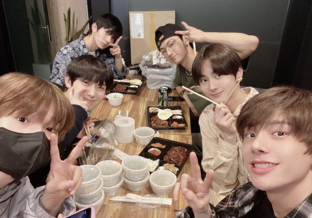10 Foto Selfie Member ENHYPEN yang Bikin Noona Fans Gemas!