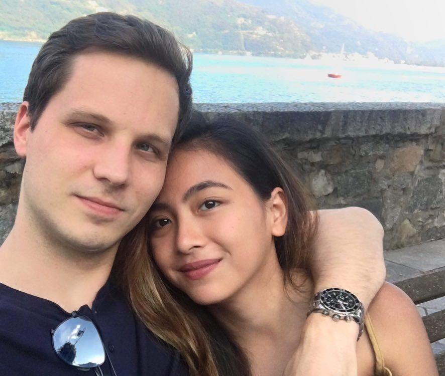 15 Artis Cewek Indonesia yang Bahagia Bersama Suami Bule, Romantis!