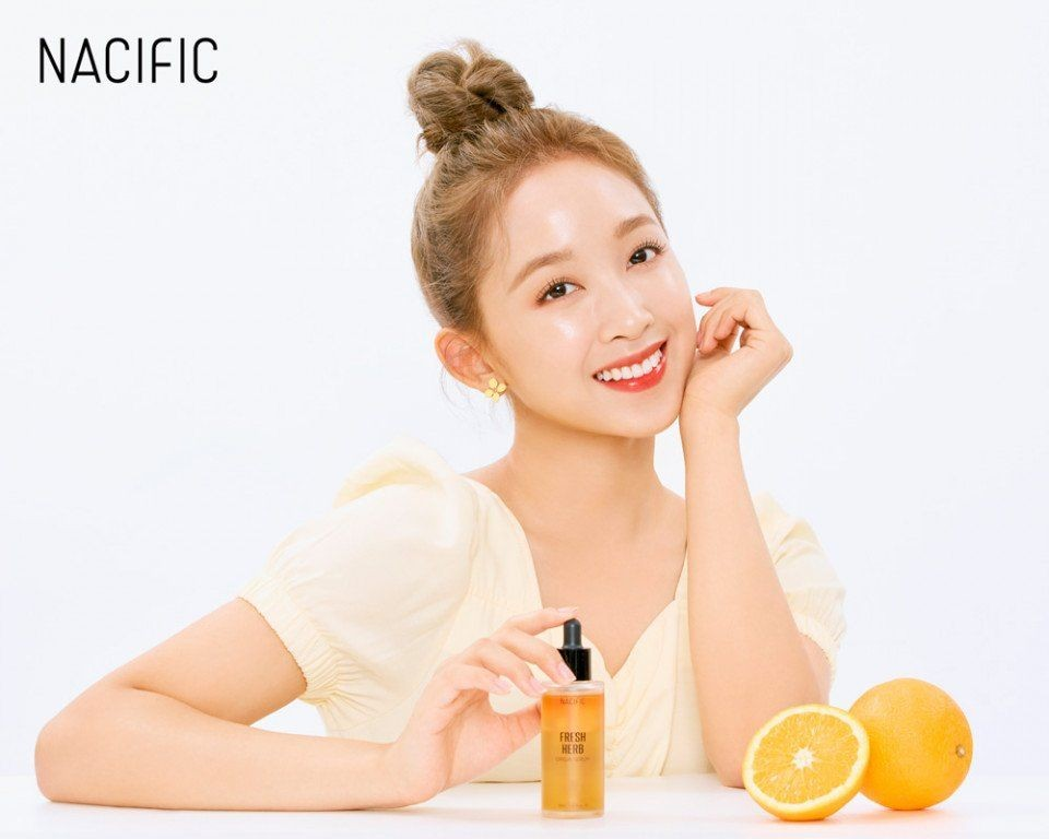 Glowing Kebangetan, Dita Secret Number Jadi Model Kosmetik Korea
