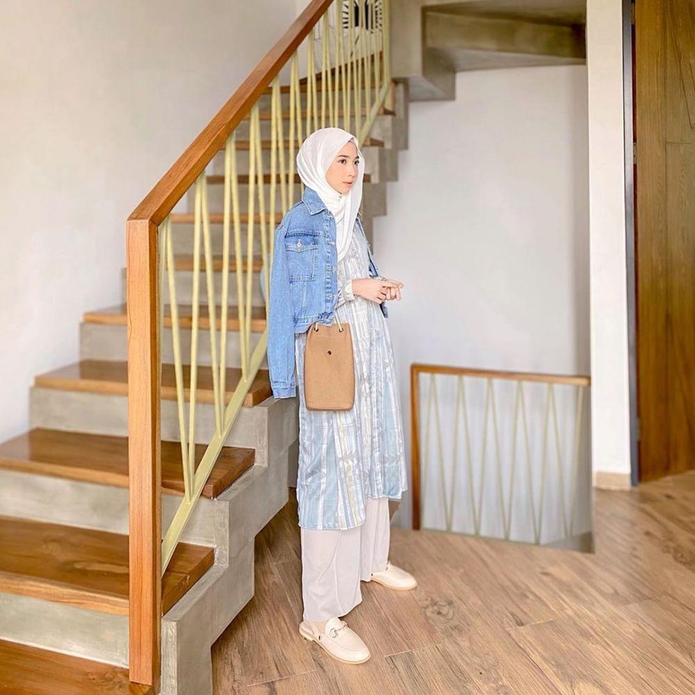 10 Ide Gaya Hijab Feminin Tanpa Pakai Rok, Lebih Simpel dan Modis