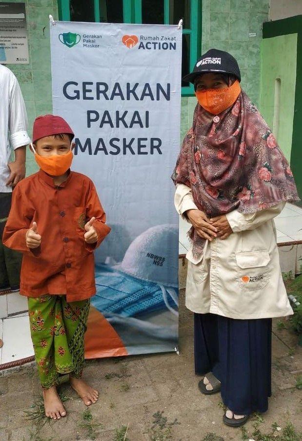 Peringati Hari Santri, Rumah Zakat Bagikan Masker ke 17 Ponpes