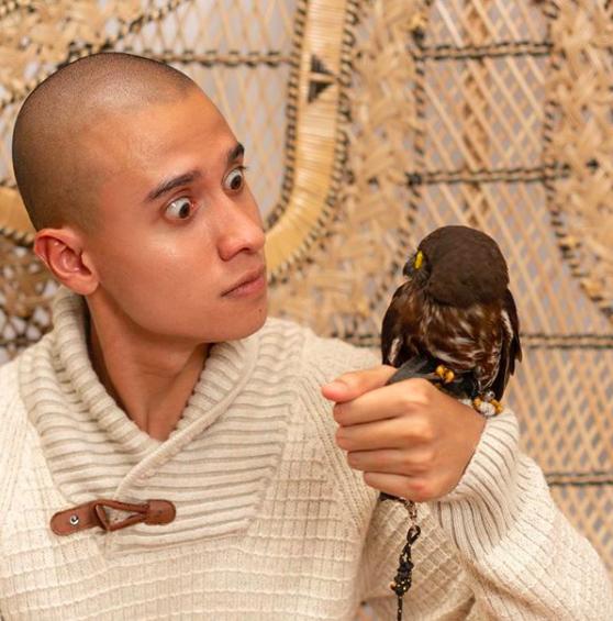 10 Pemotretan Keluarga Fardhan danMikaila Patritz Bareng Burung Hantu