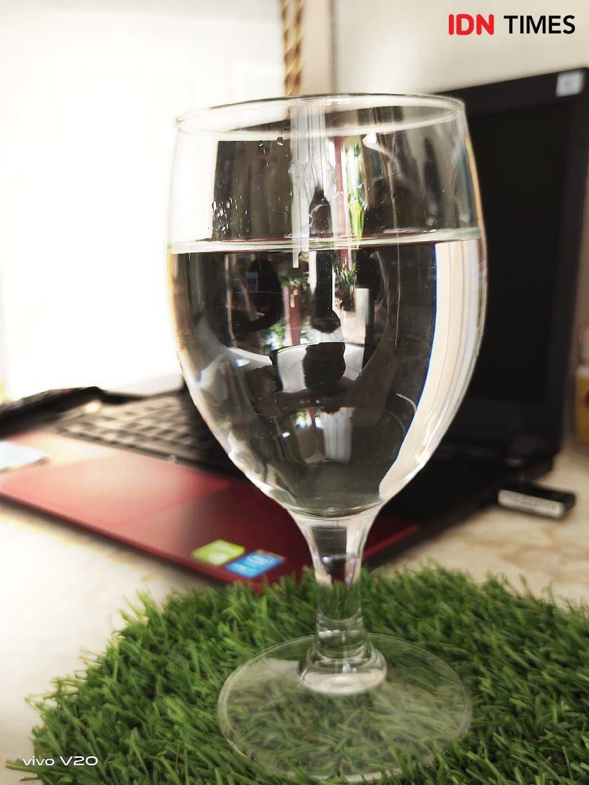 8 Tanda Kamu Minum Air Putih Terlalu Banyak, Kebanyakan Juga Gak Bagus