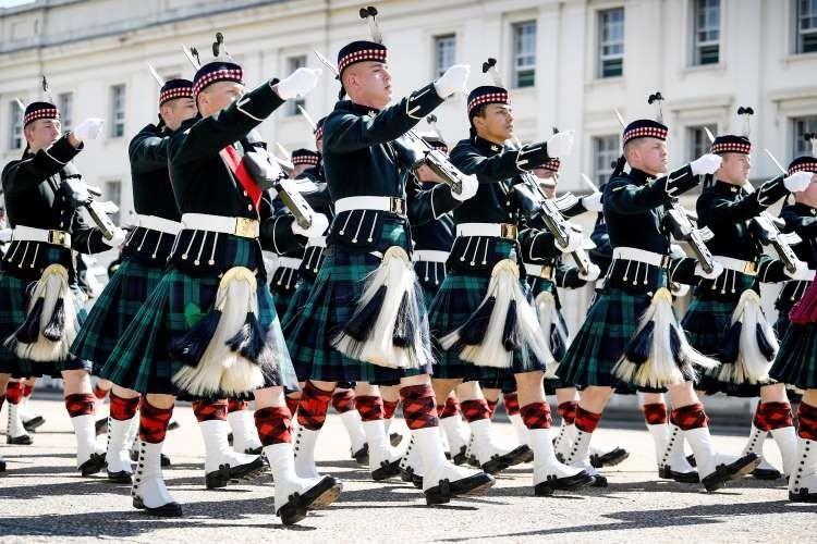 Lestarikan Budaya, 10 Seragam Militer Paling Unik di Dunia