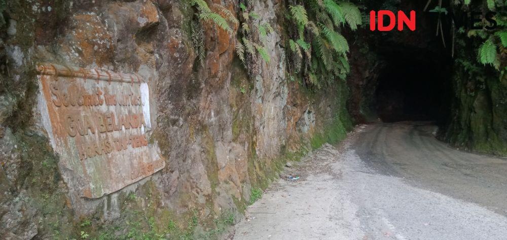 Kisah Batu Lubang di Tapteng, Jalan Lintas dengan Gua Kembar Misterius