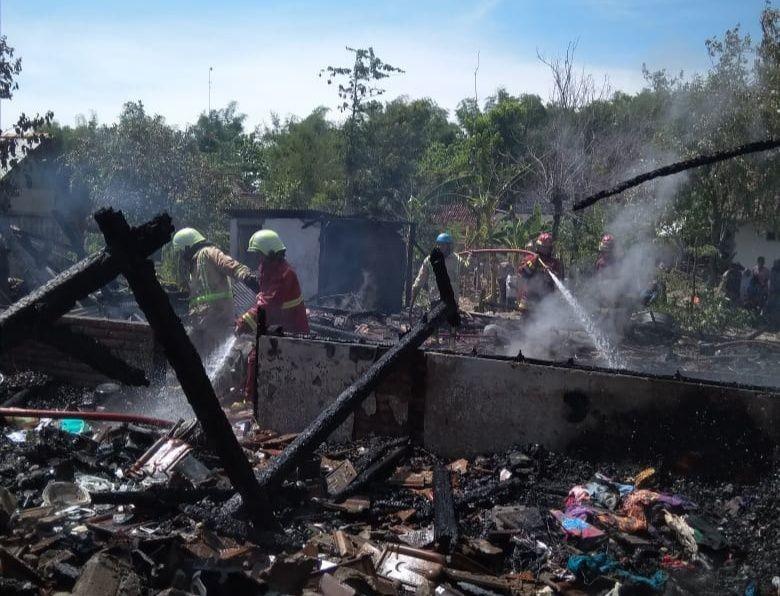 Korsleting Listrik, Empat Rumah Warga Bojonegoro Ludes Terbakar