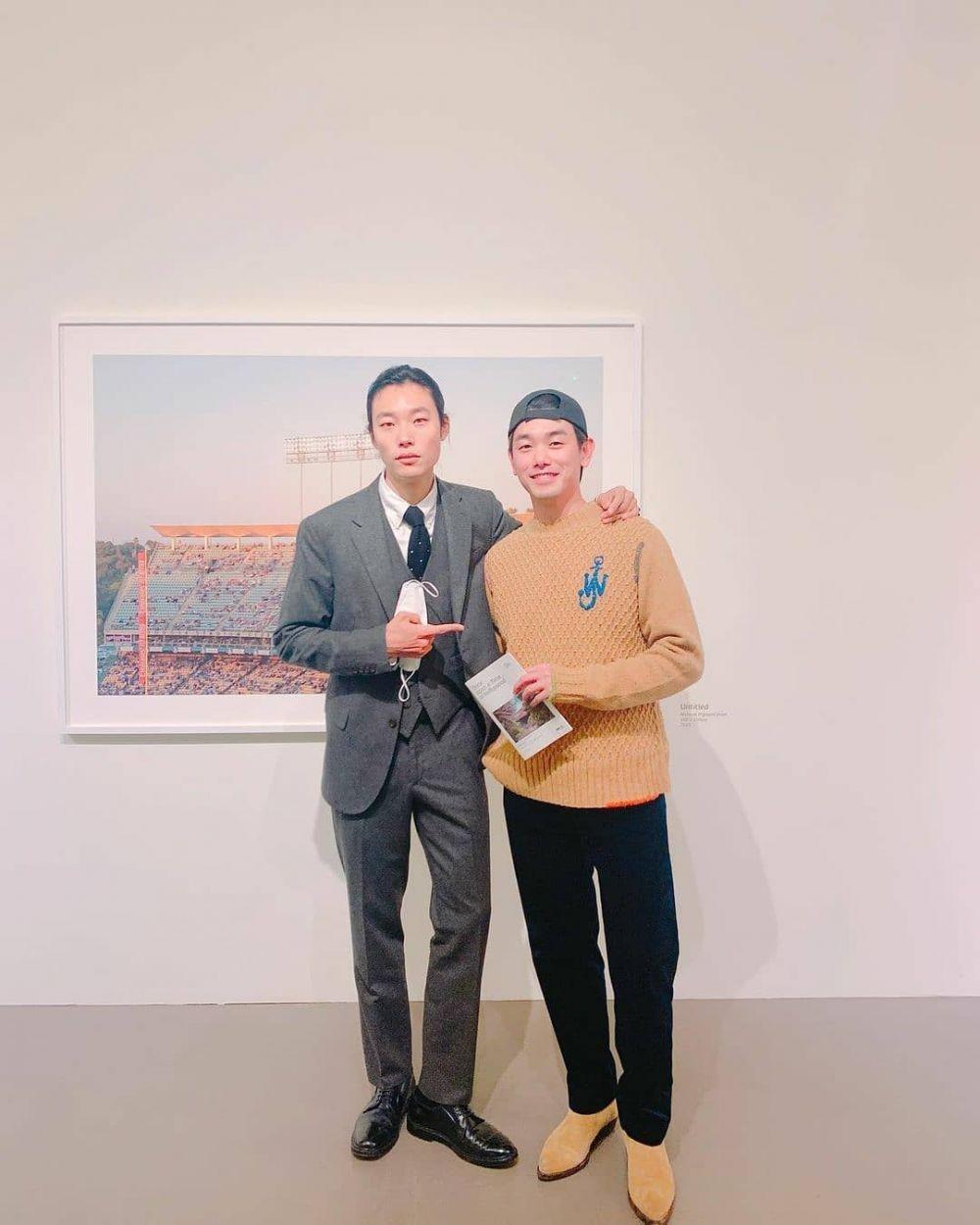 Ryu Jun Yeol Gelar Pameran Foto, Ini 10 Artis Korea yang Beri Dukungan