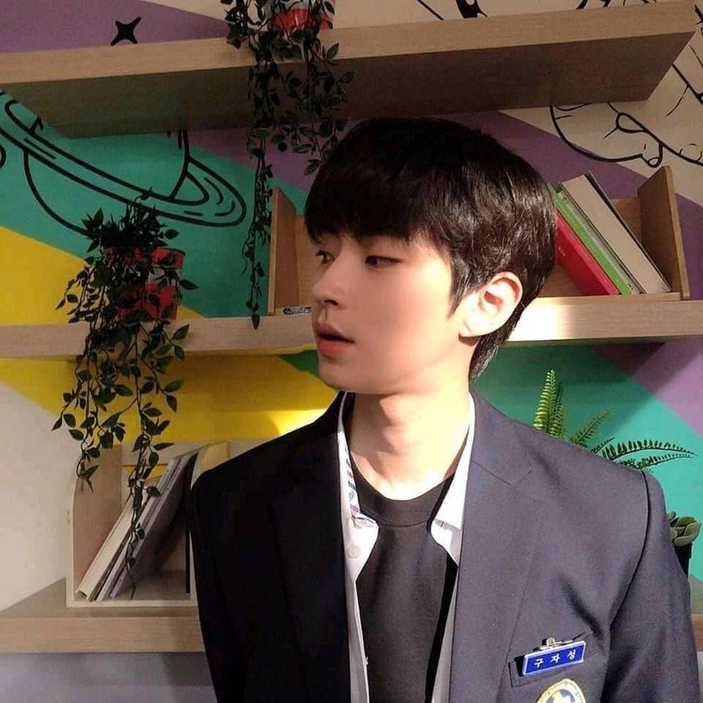 10 Adu Karisma Hwang In Yeop dalam Balutan Seragam Sekolah dan Hanbok