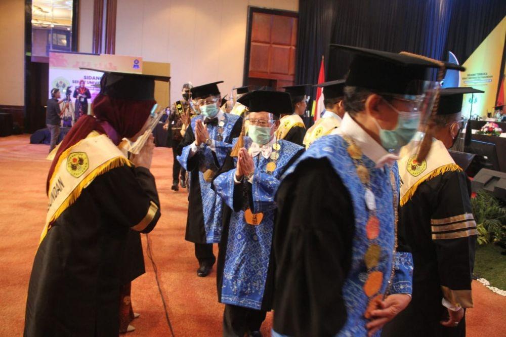 Di Tengah COVID-19, Unpas Wisuda558 Mahasiswa Secara Daring
