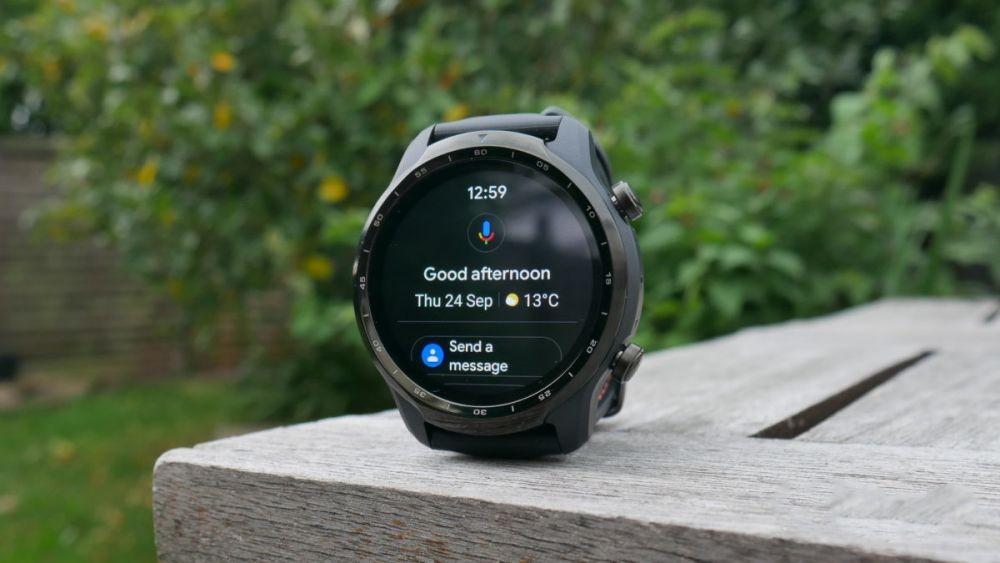 Stylish dan Canggih, 7 Smartwatch Wear OS Terbaik di 2020