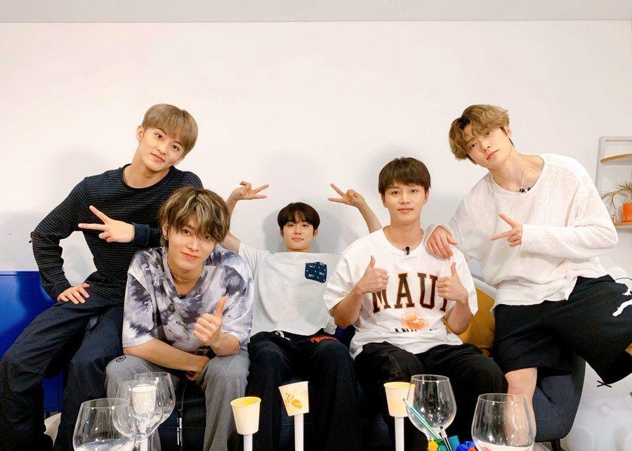 Hyung Kesayangan, 13 Potret Hangat Taeil dengan Member NCT