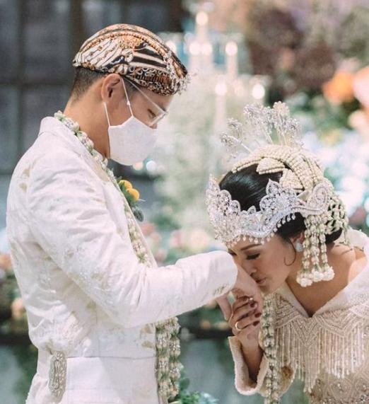 Mahar Mewah, 10 Potret Pernikahan Afifah Yusuf Putri Hetty Koes Endang