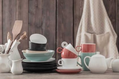 10 Cara Membersihkan Alat Dapur Bahan Keramik Jadi Mengilap