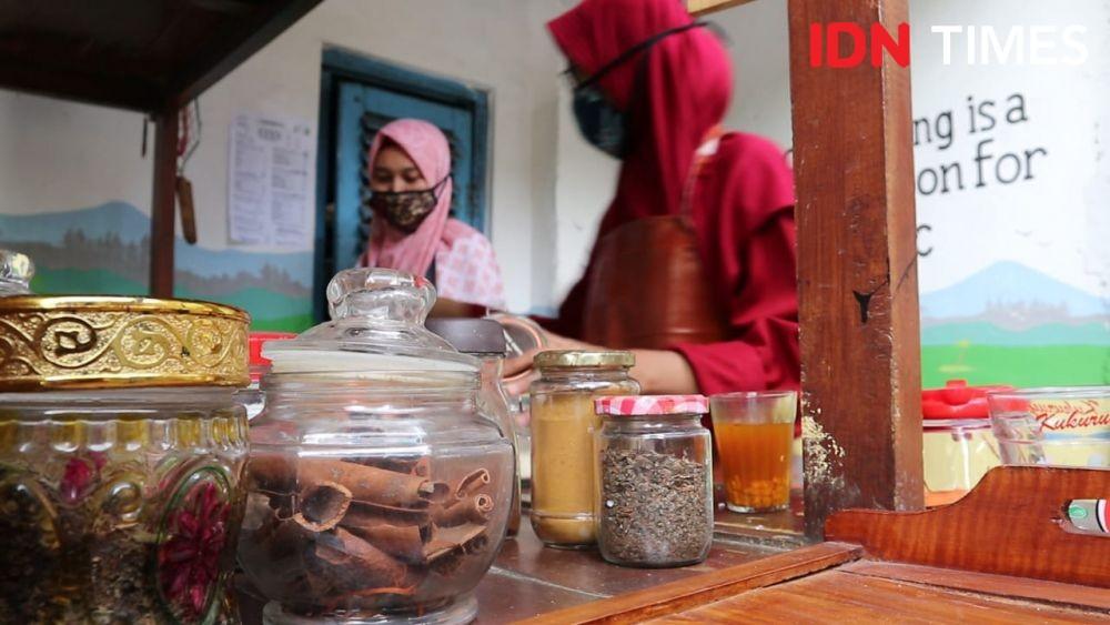 Kafe Unik di Jombang, Nongkrong Sepuasnya Bayar Pakai Sampah Plastik