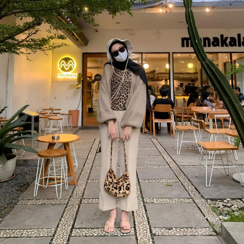 9 Inspirasi Outfit Motif Animal Print ala Hijabers, Stylish to the Max