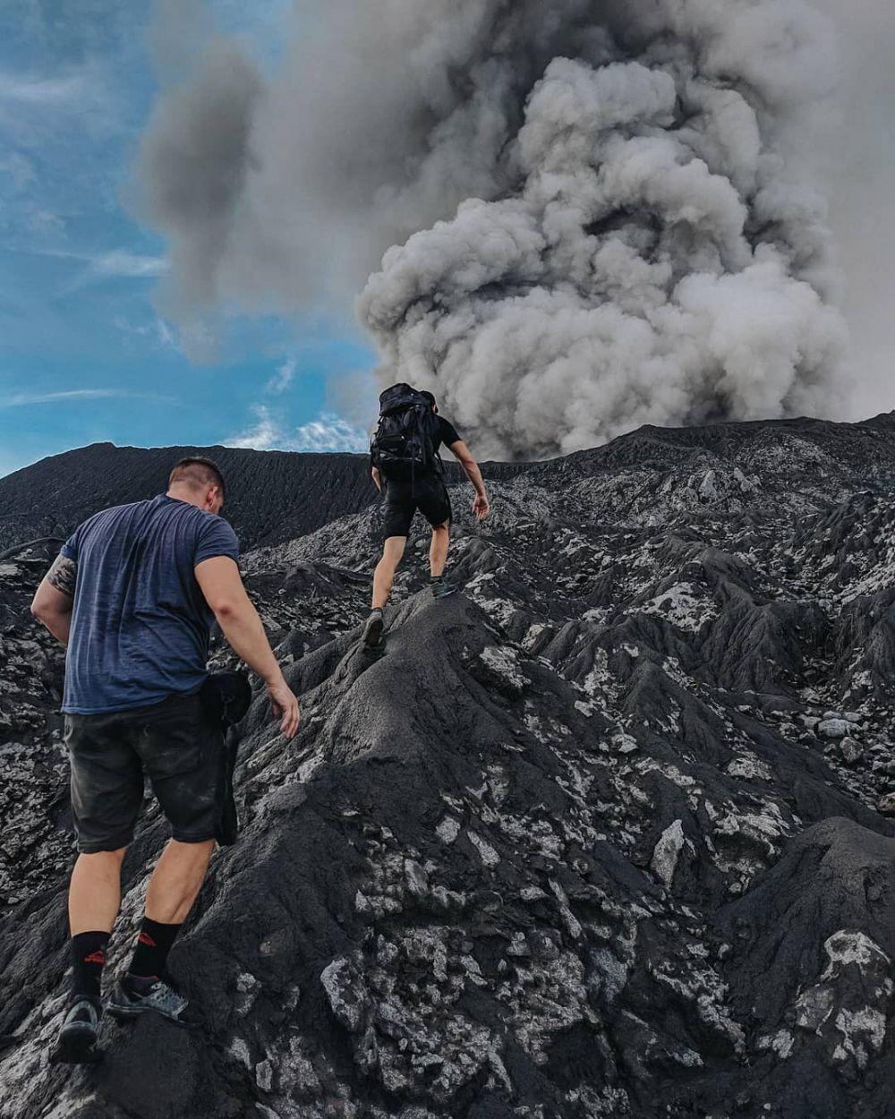 9 Gunung Indonesia yang Erupsi Selama Tahun 2020, Pernah ke Sini?