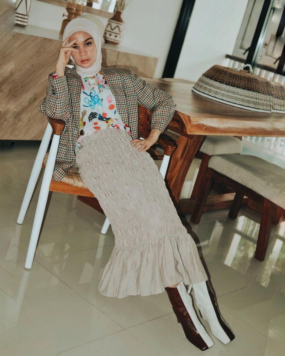 10 Ide OOTD dengan Blazer ala Tantri Namirah, Gak Pasaran!