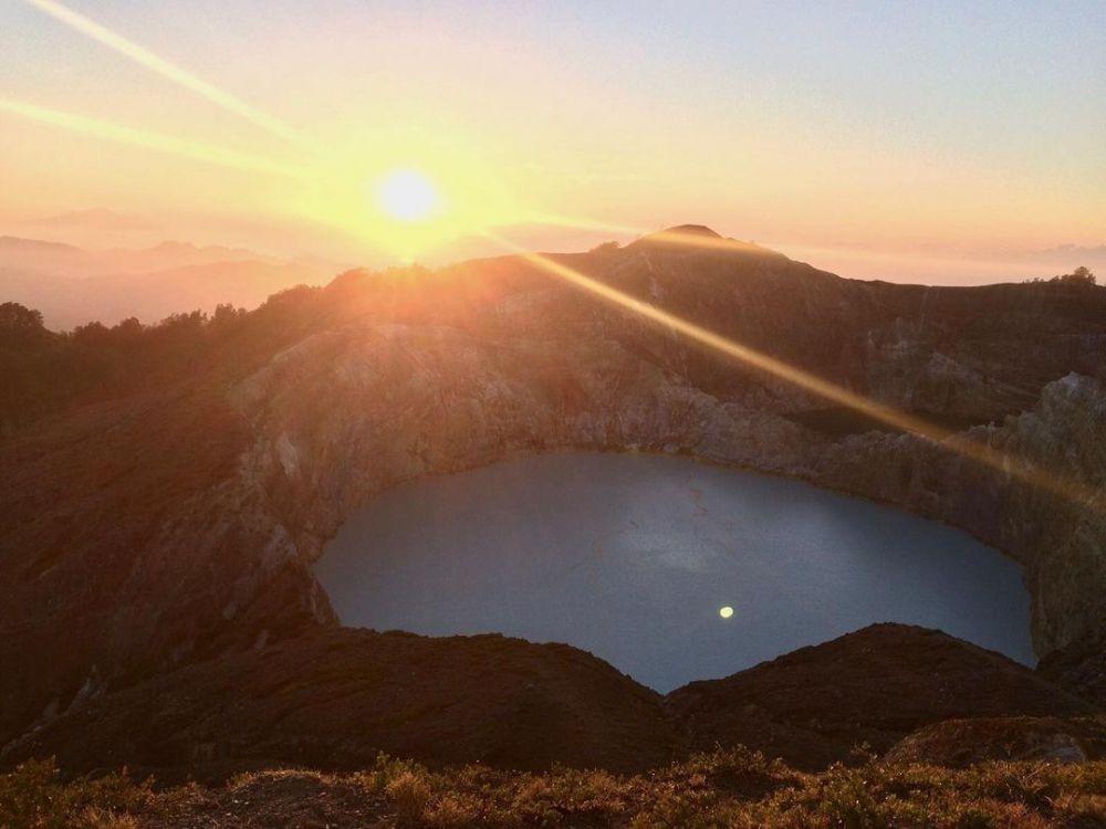 10 Danau di Atas Gunung Paling Angker di Indonesia, Pernah ke Sini?