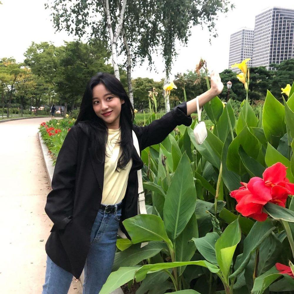 9 Inspirasi OOTD Kang Min-ah 'True Beauty', Kasual nan Trendy!