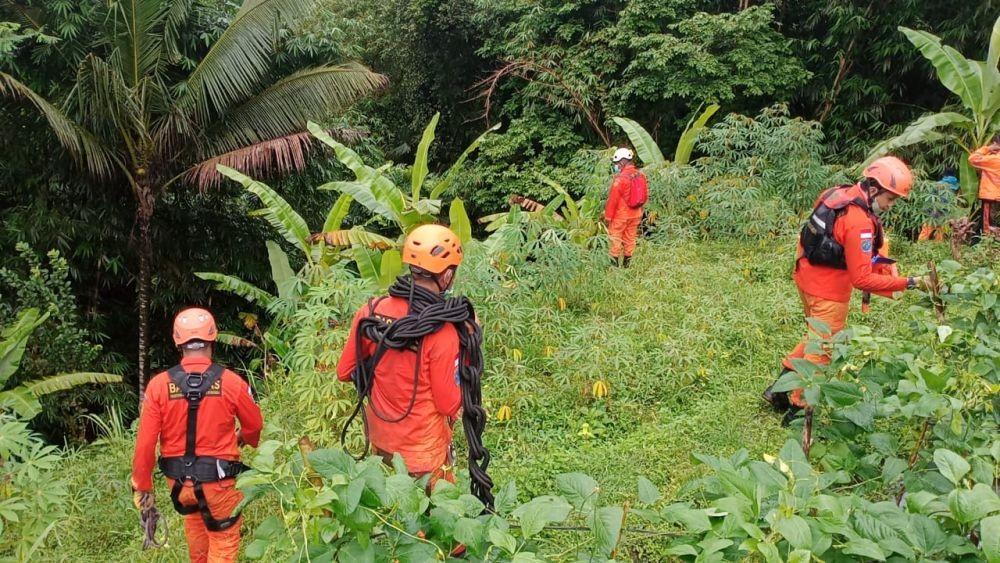 Uji Teknik Evakuasi di Ketinggian, SAR Latih Personelnya di Buleleng