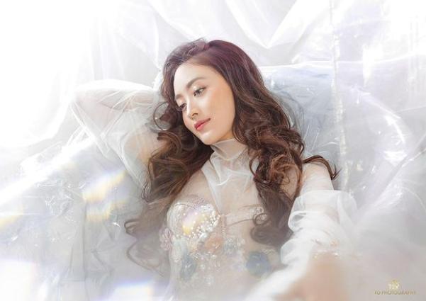 10 Pesona Pemotretan Terbaru Natasha Wilona, Bak Putri Negeri Dongeng