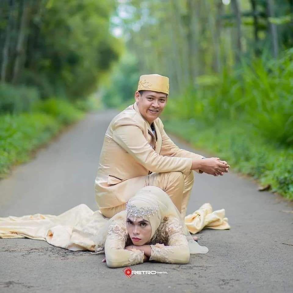 Nyeleneh Pol, 10 Potret Pernikahan Berkonsep Outdoor yang Bikin Heran