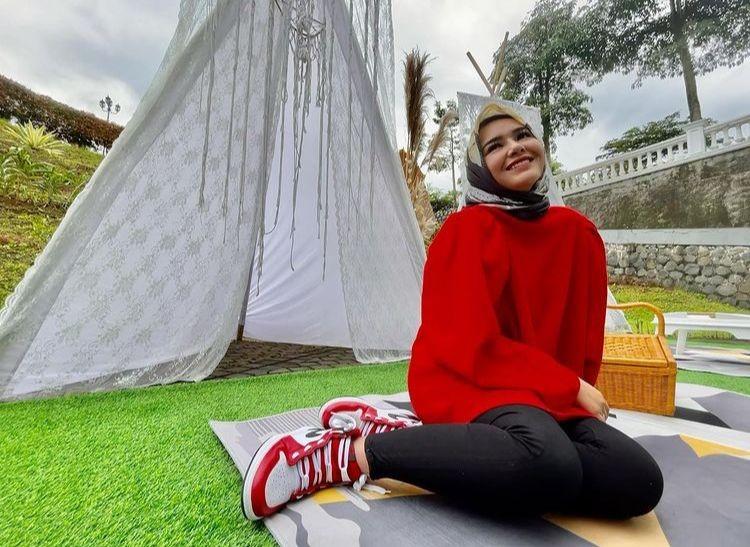 Disebut Salihah, 10 Gaya Pemotretan Amanda Manopo Kenakan Hijab