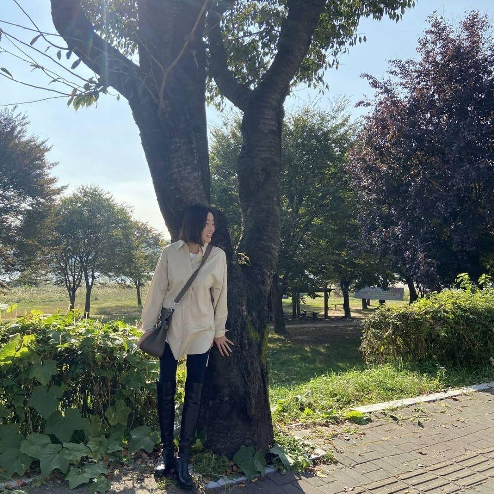 Melahirkan Anak, 10 Potret Kang Sora yang Tetap Langsing