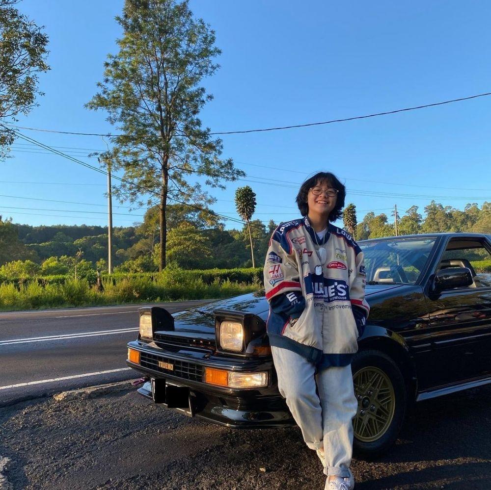 Retro Abis, 10 Potret Cinta Kuya dengan Mobil Klasiknya