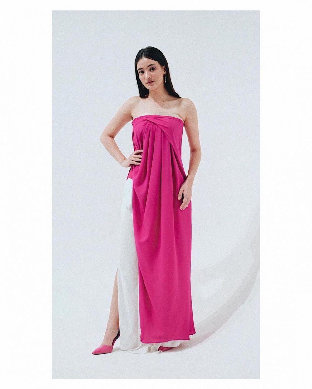 9 Inspirasi Dress ala Mawar Eva de Jongh, Perpaduannya Unik!