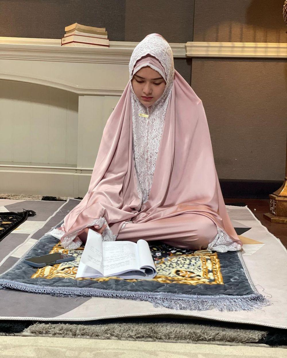 Teduh, 10 Adu Pesona Amanda Manopo Vs Glenca Chysara saat Pakai Hijab