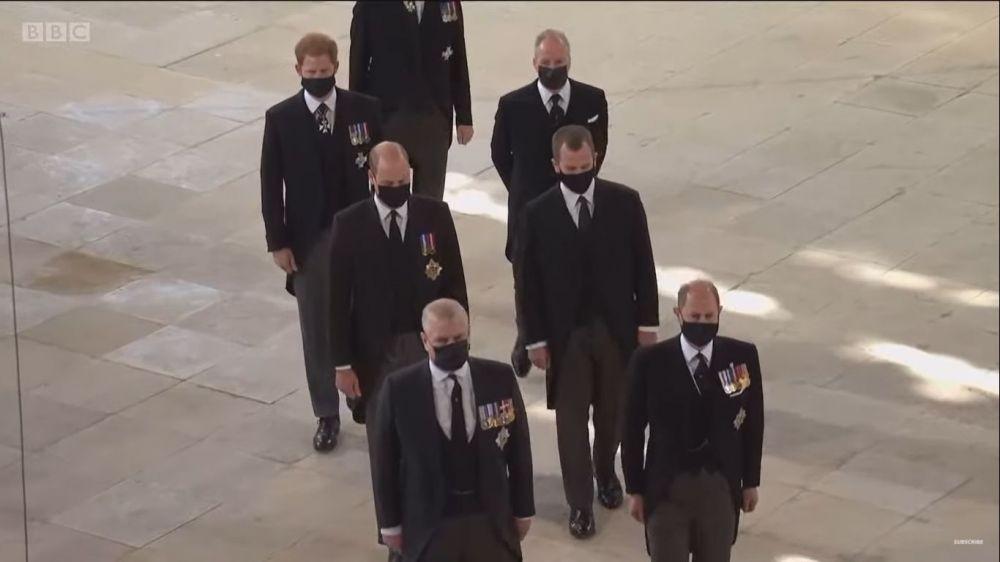 10 Potret Pangeran Harry dan William di Pemakaman Pangeran Philip