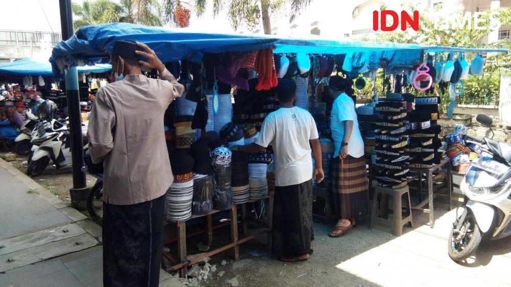 Sudah Sepekan Ramadan, Omzet Penjualan Peci Masih Sepi