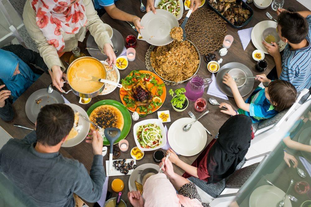 Takjil Dulu atau Makan Nasi, Mana yang Lebih Baik saat Buka Puasa?