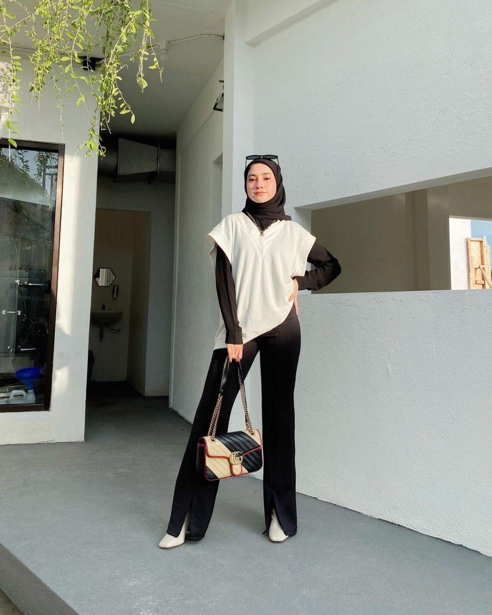10 Padu Padan Hijab-Vest ala Selebgram Inikirana, bak Pemeran Drakor!