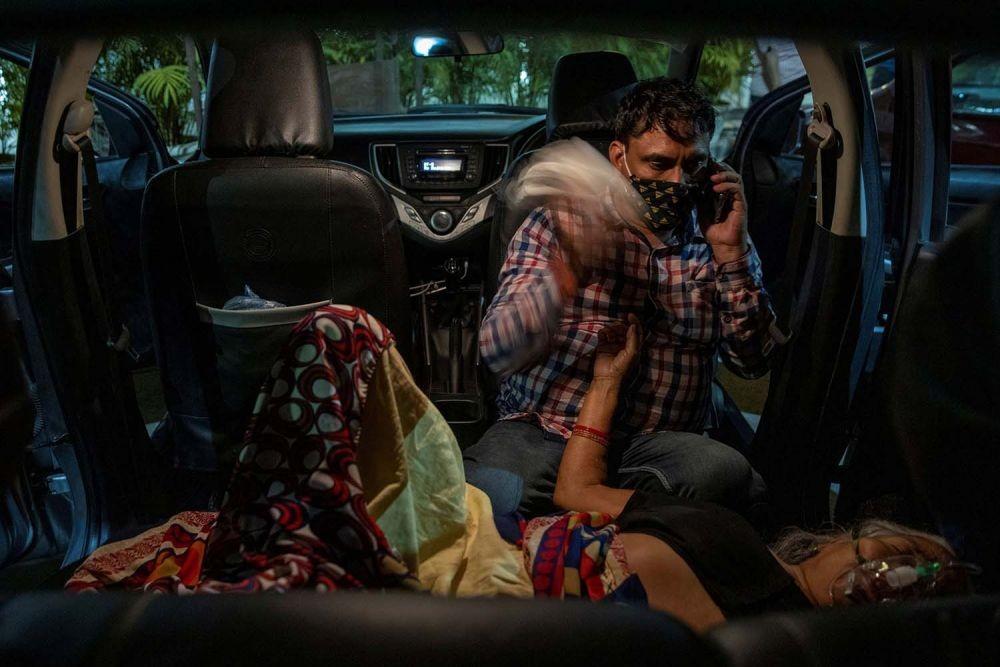 COVID-19 Mengganas di India, RS Terbakar, Sehari Tambah 400 Ribu Kasus