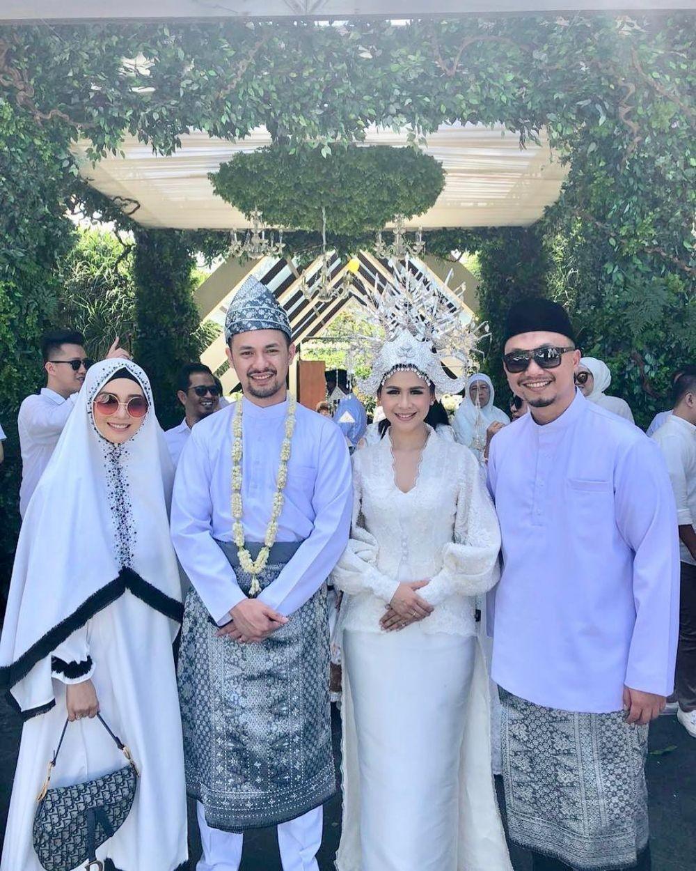 10 Ide Busana Kondangan Hijab Syar'i ala Nuri Maulida, Anggun Pisan!