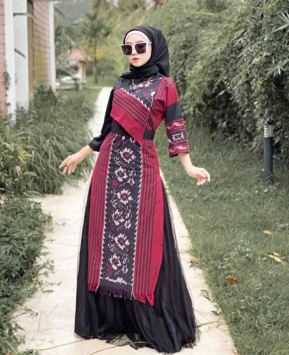 10 Ragam Outfit Tenun Hijab Kekinian, Andalan Style Kondangan