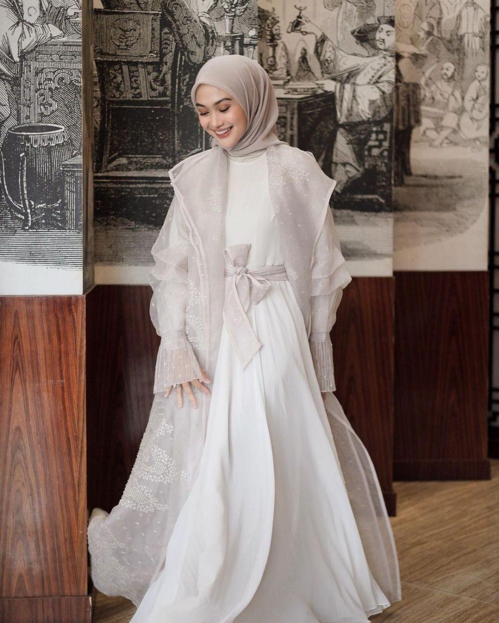 10 Inspirasi Gaya Kondangan Hijab ala Indah Nada Puspita, Fashionable!