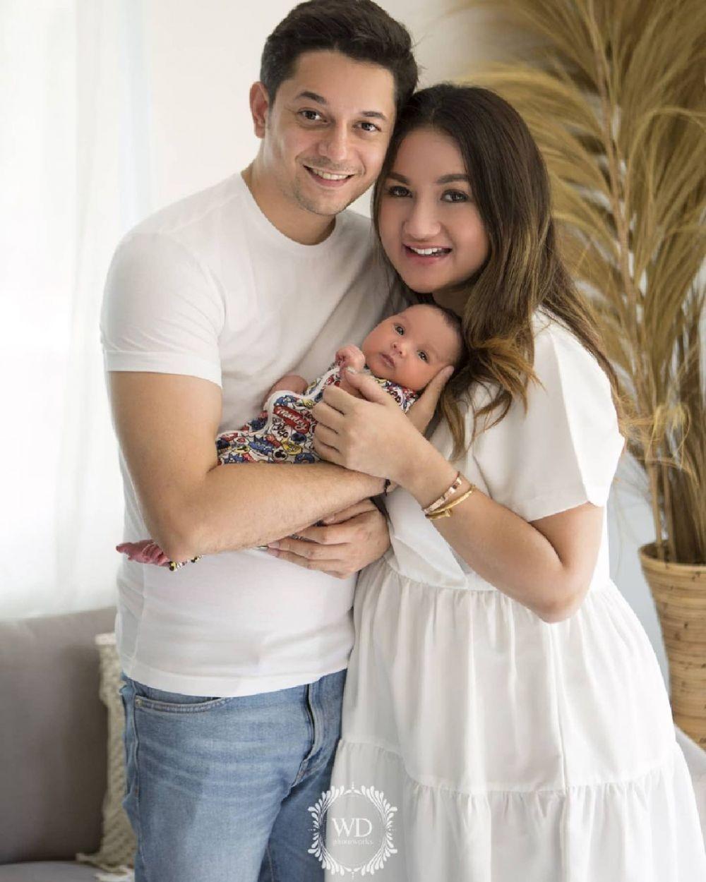 10 Pemotretan Terbaru Keluarga Andrew AndikaBareng Baby Eshan