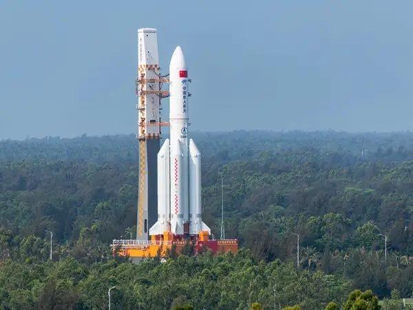 Diprediksi Jatuh Tak Terkontrol, 5 Fakta Roket China Long March-5B