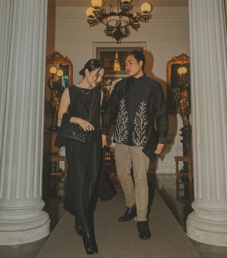 Sudah Go Publik, 10 Potret Kemesraan Jeje Soekarno dan Kekasih