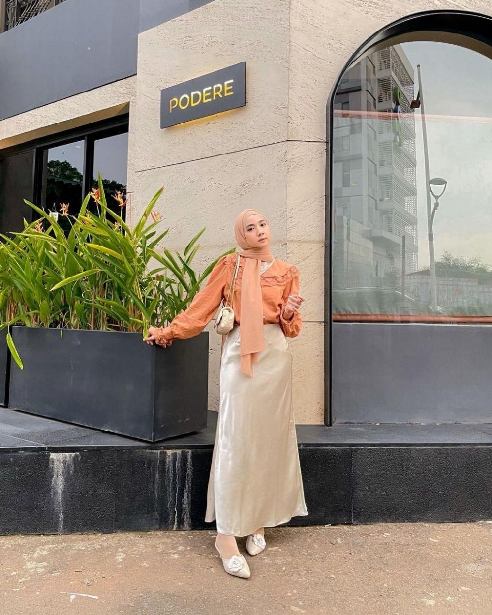 Simpel buat Silaturahmi, 9 Pilihan OOTD Lebaran dengan Baju Polosan