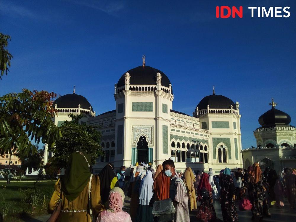 Warga Luar Medan juga Ramaikan Salat Idul Fitri di Masjid Raya