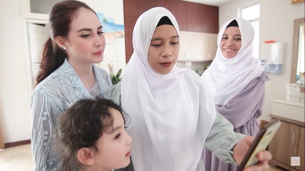 10 Potret Syahdu Lebaran Arumi Bachsin, Ditinggal Emil Dinas